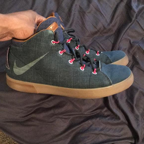 8bf710b7a31c7 Lebron James Casual High Top Shoes. M 5a9eabceb7f72ba18495a3e5